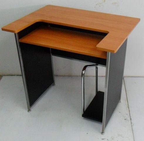 โต๊ะคอมพิวเตอร์โครงเหล็ก