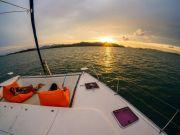 โปรแกรมล่องเรือใบสุดหรู Discover Catamaran