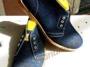 รองเท้าเชคโกยีนส์ งาน HANDMADE งามๆ ครับ งานดี สวยๆ เนียนๆ ผลิตด้วยผ้ายีนส์ทั้งคู่